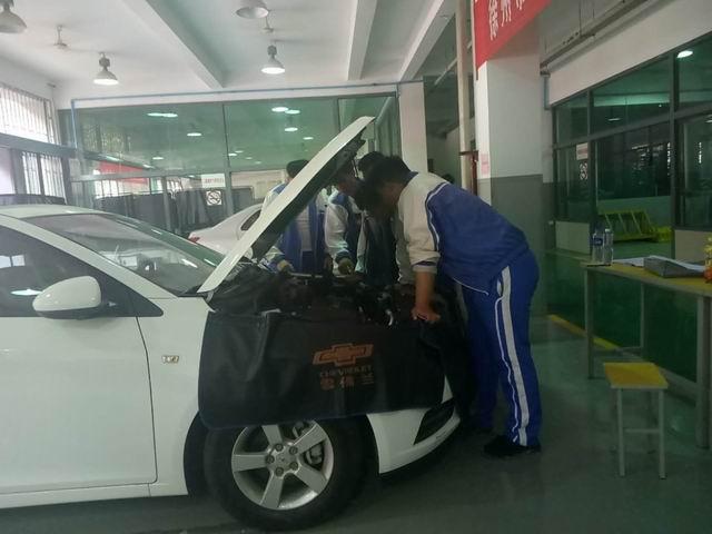 汽车工程学院圆满完成了中级工考试