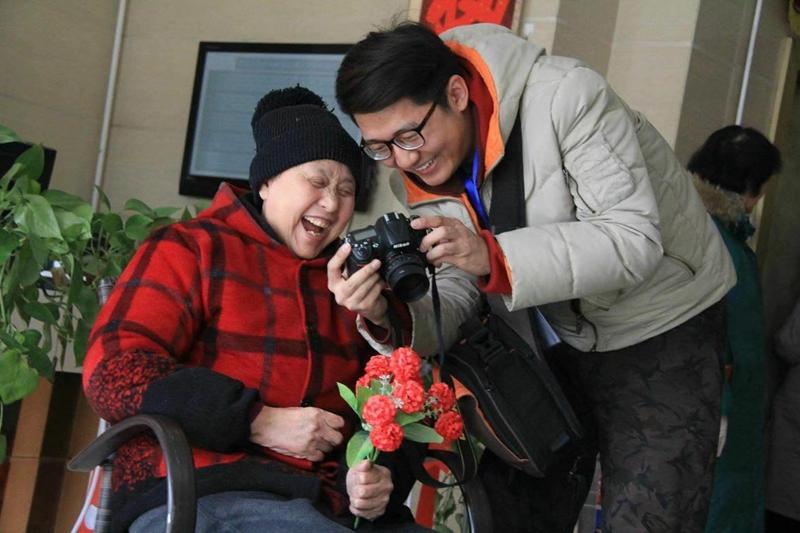 """秋色如画,我们一起拍摄最美""""夕阳照""""——我校志愿者用镜头为近400位老人定格最美幸福晚年项目入选2018年徐州市青年公益项目创投大赛"""