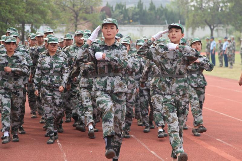 我校举行2020级新生军训会操表演暨总结表彰大会