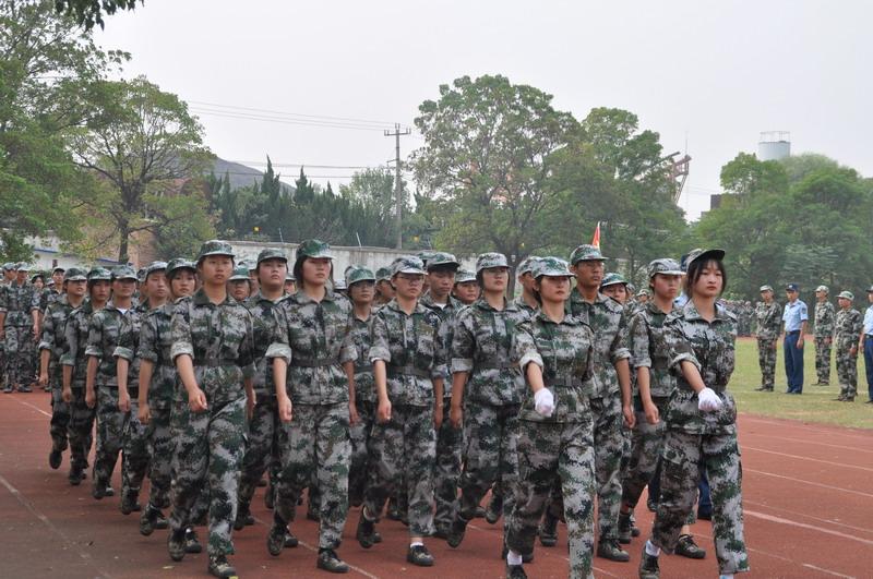必威举行2020级新生军训会操表演暨总结表彰大会