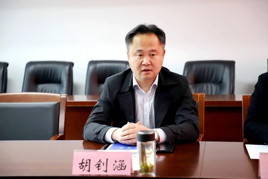 睢宁中专副校长刘辉、杨永江一行来校交流