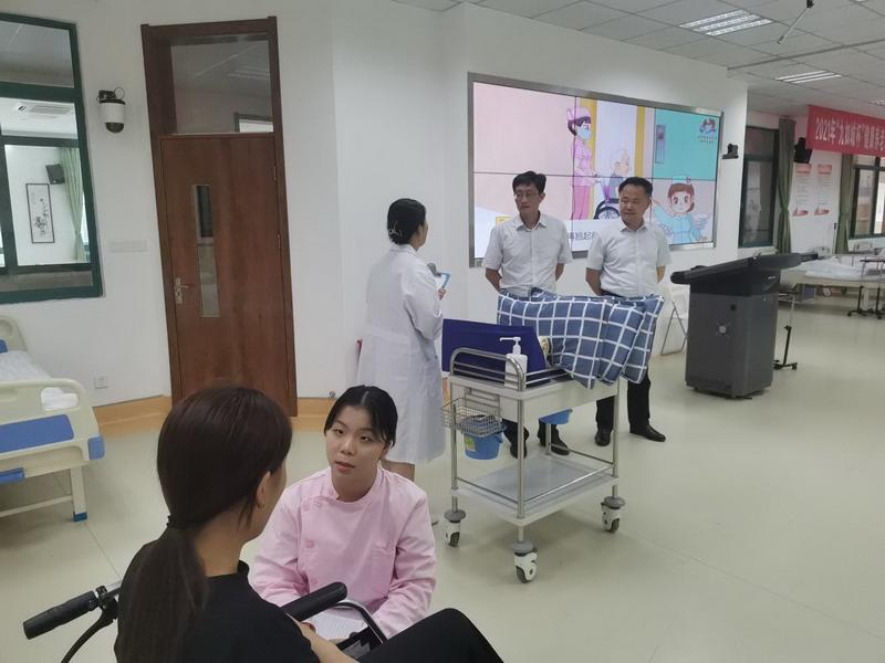 校党委书记、校长石月荣慰问暑期大赛集训师生